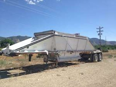 1999 Red River 40ft Belly Dump Trailer, Closed Axle